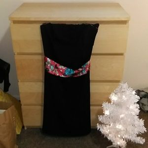 Torrid Dress Size 16 Formal with Ribbon tie Belt